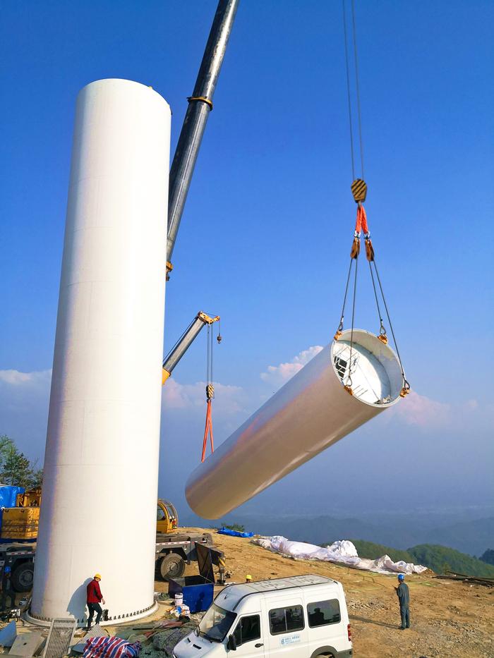 蒲叶林风电二期项目风机塔筒吊装。周剑锋 摄。_正本.jpg